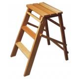 Sgabello in legno a 3 gradini